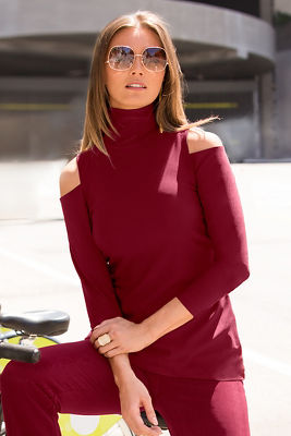 Travel cold shoulder turtleneck tunic top