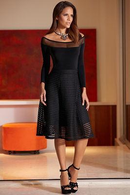 Textured mesh skirt