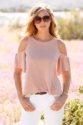 Cold shoulder tie-sleeve tee