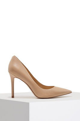 Simple leather pump