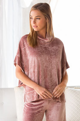 Easy velour poncho lounge top