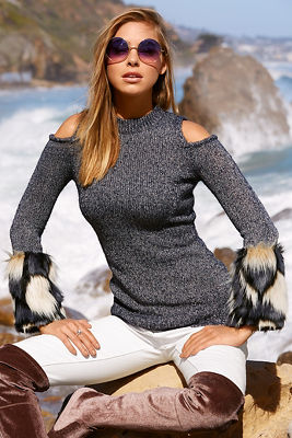 Cold shoulder faux-fur trim sweater