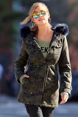 Camo faux-fur trimmed trench jacket