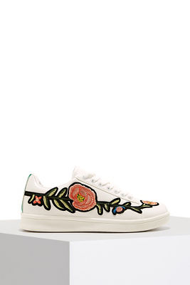 Embroidered lace-up sneaker