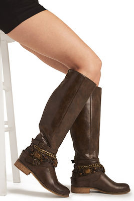 Buckle chain riding boot